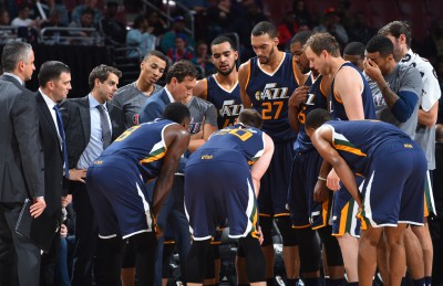PHILADELPHIA, PA - NOVEMBER 7: Head Coach Quin Snyder of the Utah Jazz draws up a play during a timeout against the Philadelphia 76ers during a game at the Wells Fargo Center on November 7, 2016 in Philadelphia, Pennsylvania NOTE TO USER: User expressly acknowledges and agrees that, by downloading and/or using this Photograph, user is consenting to the terms and conditions of the Getty Images License Agreement. Mandatory Copyright Notice: Copyright 2016 NBAE (Photo by Jesse D. Garrabrant/NBAE via Getty Images)