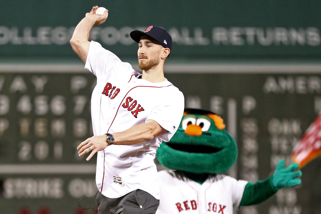 Gordon Throws Out First Pitch at Fenway